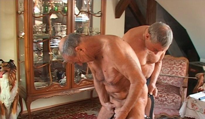 nakne voksne damer eldre kvinne søker yngre menn